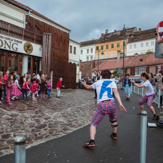 https://www.festivalultanar.ro/wp-content/uploads/2017/10/Atelier-de-VIDEO-DANS-DADADADA-DA-foto-3-540x540.jpg