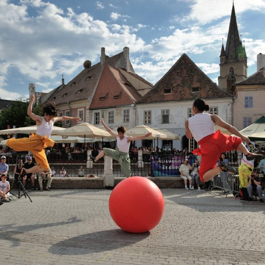 https://www.festivalultanar.ro/wp-content/uploads/2018/10/Coupe-in-pasi-de-dans-foto-1-540x540.jpg