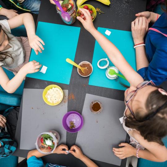 https://www.festivalultanar.ro/wp-content/uploads/2018/10/atelier-de-gatit-pentru-copii-foto-540x540.jpg