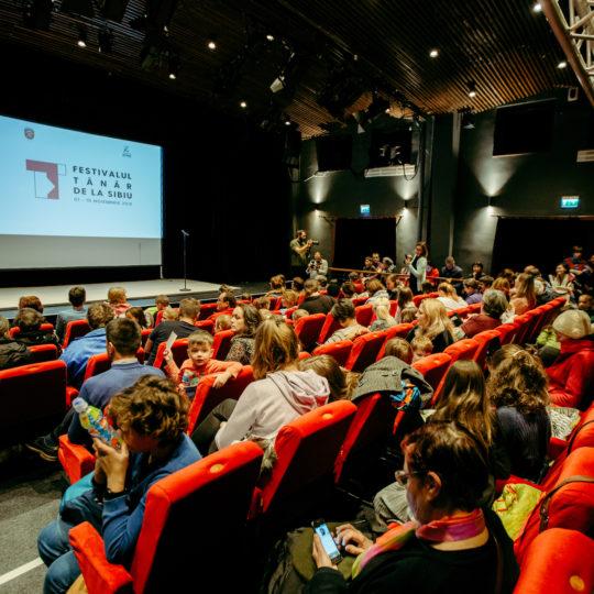 https://www.festivalultanar.ro/wp-content/uploads/2020/03/Deschidere-festival-2019-Tudor-Troanca-9-540x540.jpg