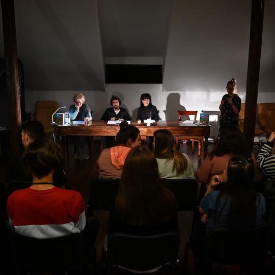 https://www.festivalultanar.ro/wp-content/uploads/2020/03/Spectacol-lectura-Celule-de-baza-7-540x540.jpg
